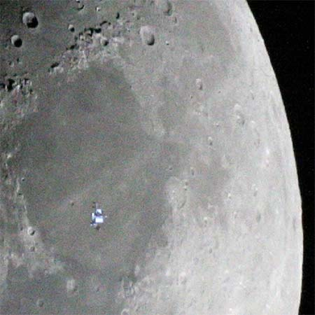 La ISS sobre la Luna. Clicar para ver la foto a tamaño completo (espectacular).